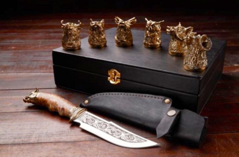 """Стопки-перевёртыши """"Охотник"""" с ножом в кейсе из эко-кожи, 6шт. Подарок, который точно понравится мужчине"""