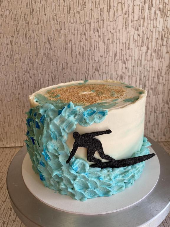 Торт морская волна с топпером силуэт серфер