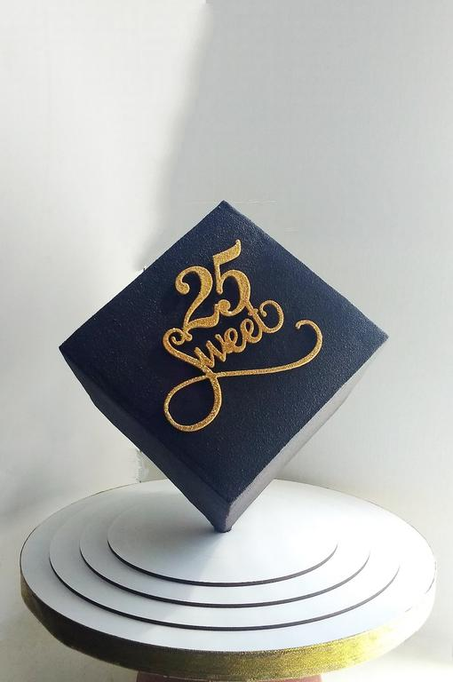Креативная работа мастера. Торт куб с топпером Sweet 25