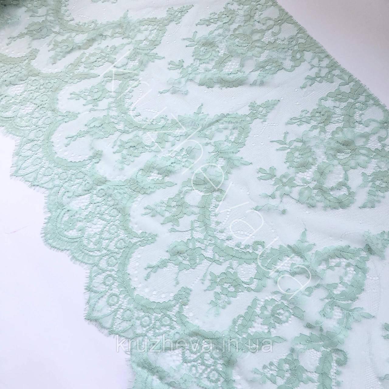 Ажурне французьке мереживо шантильї (з віями) м'ятного кольору завширшки 40 см, довжина купона 3,0 м.