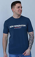Мужская темно-синяя хлопковая футболка с надписью на груди с круглой горловиной и коротким рукавом