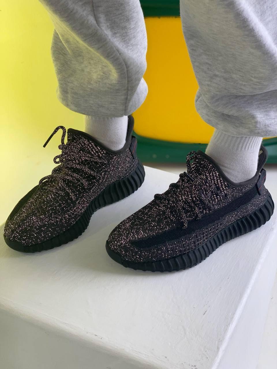 Чоловічі кросівки в стилі Adidas Yeezy boost 350 V2 (black), Рефлективні Адідас ізі буст 350 (Репліка ААА)