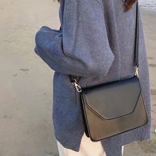 Жіноча класична сумочка через плече крос-боді на широкому ремені чорна