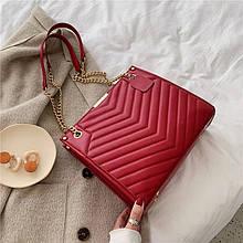 Женская большая классическая сумка на цепочке красная