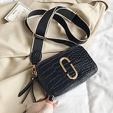 Женская прямоугольная сумка на ремешке рептилия крокодил черная