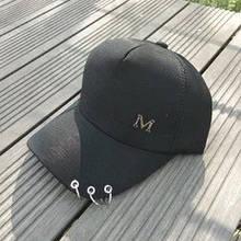 Кепка бейсболка с колечками черная