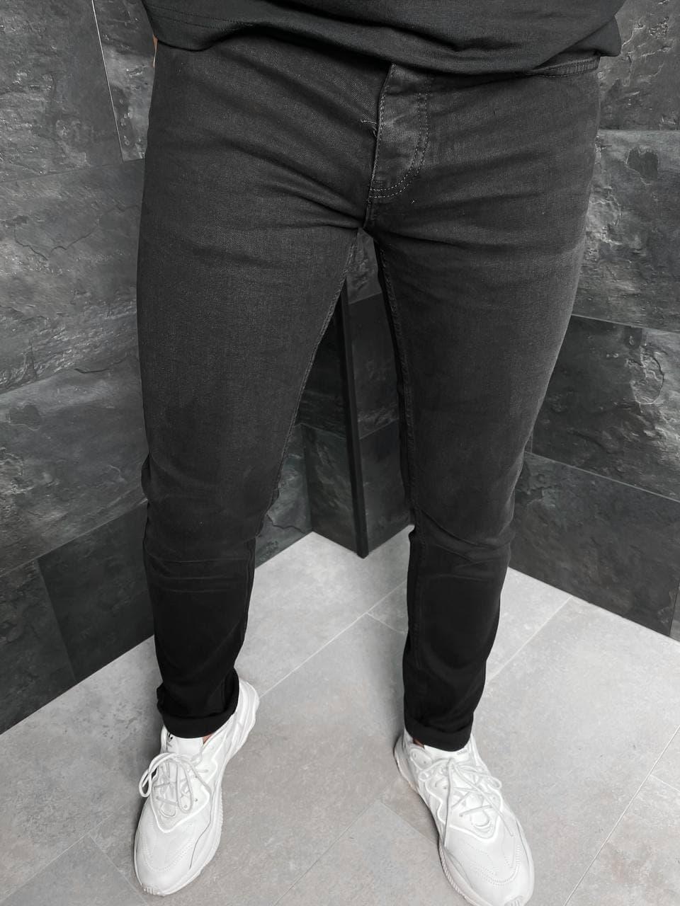 Мужские зауженные базовые джинсы черного цвета