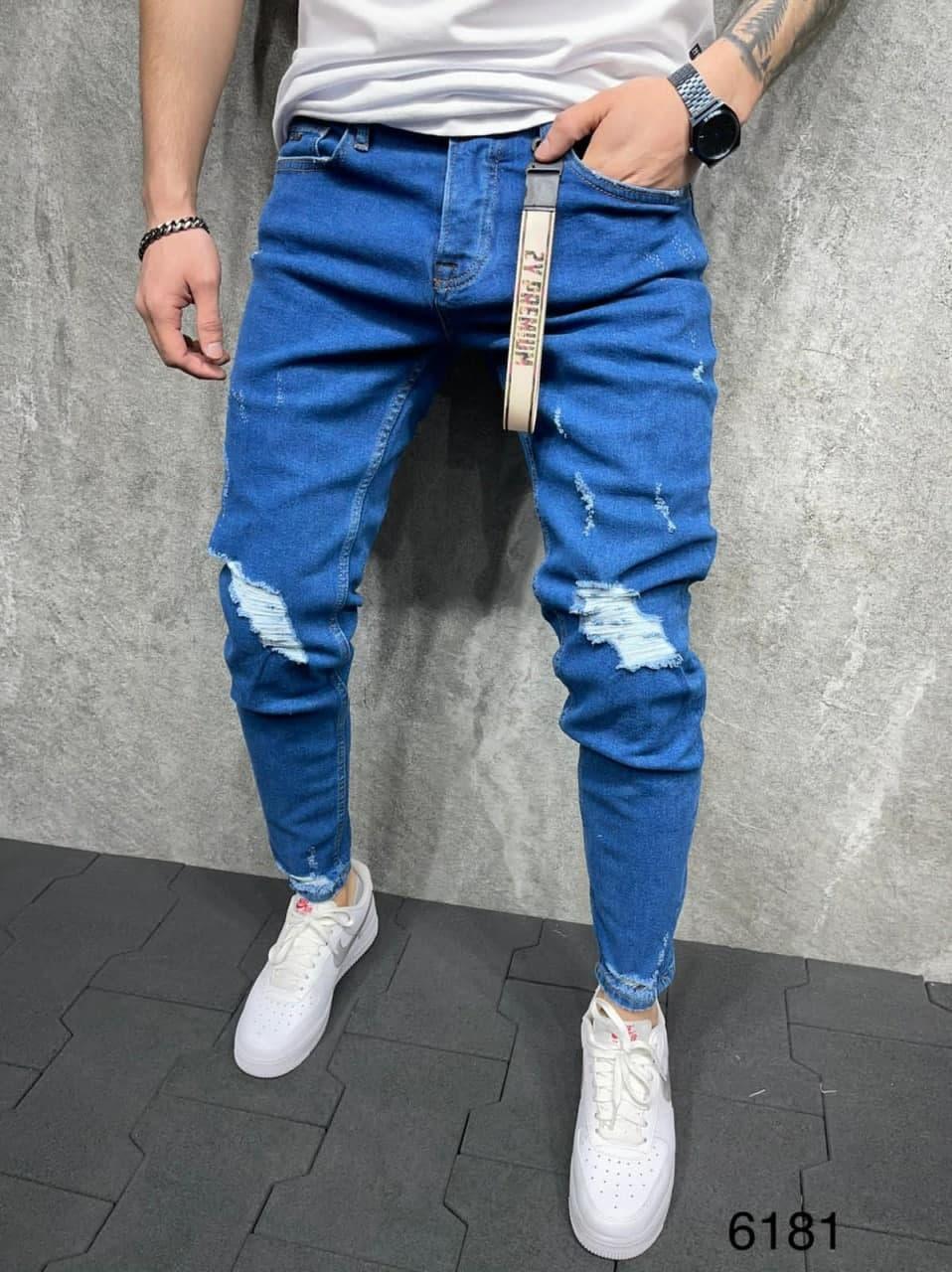 Чоловічі завужені джинси синього кольору, рвані