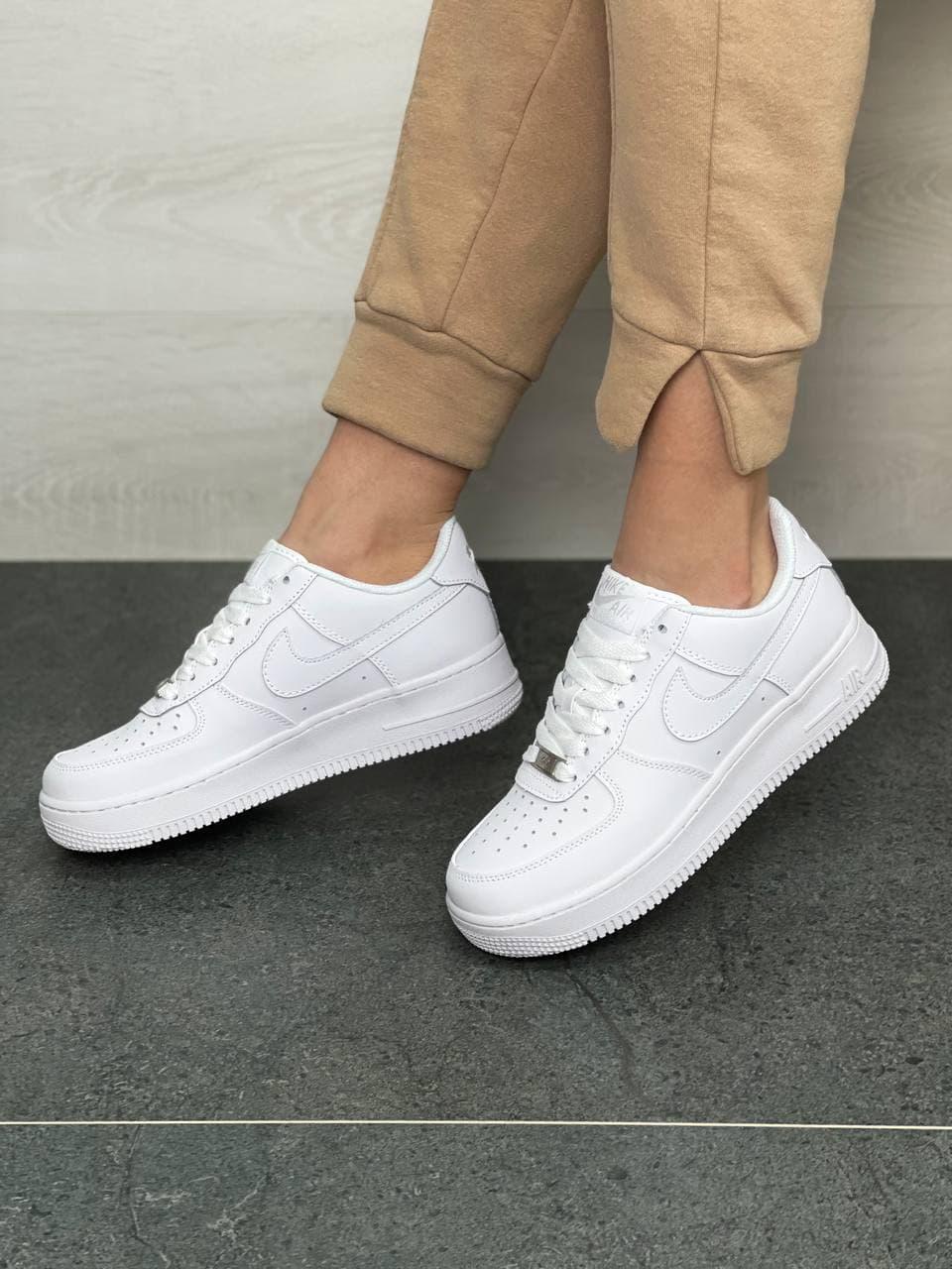 Женские кроссовки Nike Air Force White (белые) DB1178 стильные кожаные кроссы