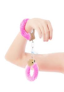 Пушисты наручники с мехом для ролевых игр
