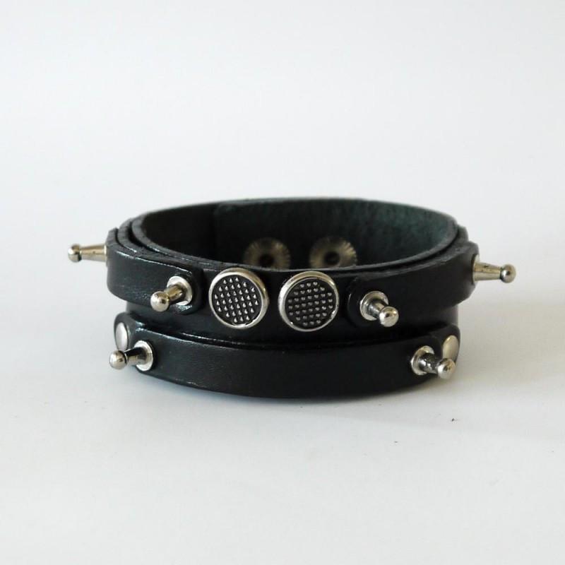 Чоловічий вузький браслет тришаровий з натуральної шкіри з заклепками і гвинтами закривається на кнопку