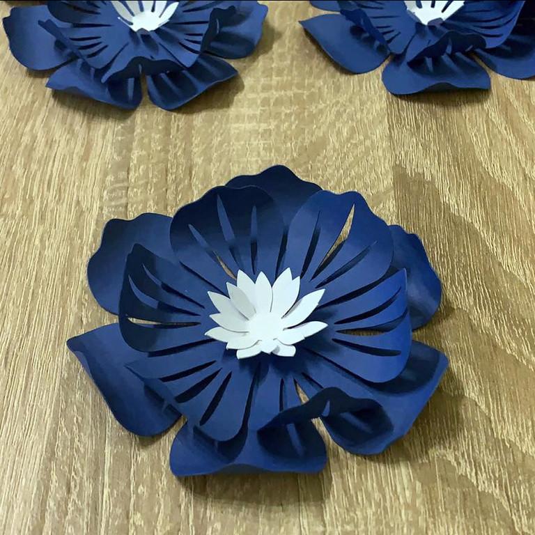 3Д-цветы из картона (декор для стен, потолка, мебели)