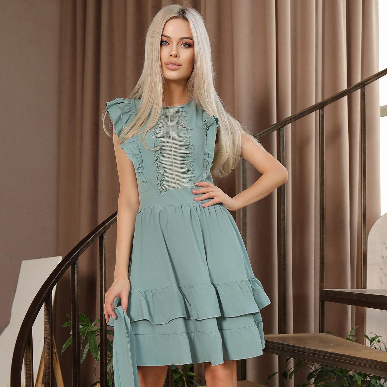 Очаровательное нарядное платье с воланами