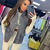 Женская стильная жилетка на кнопках с накладными карманами