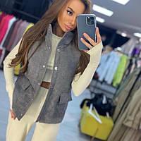 Женская стильная жилетка на кнопках с накладными карманами, фото 1