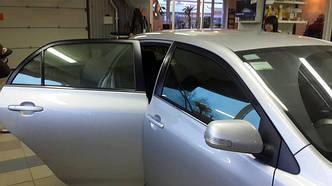 Как происходит тонирование автостекла пленкой?
