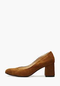 Коричневые замшевые туфли на каблуке