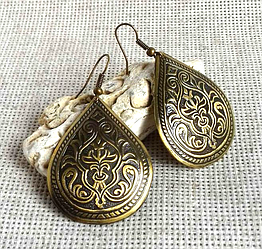 Серьги латунные в форме капли с растительным славянским орнаментом