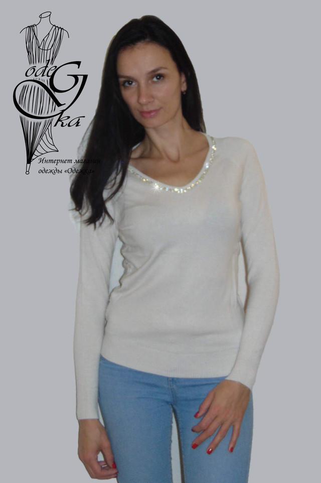 Фото Женского пуловера черного цвета с украшенной камнями горловинкой и ажурной спинкой Лилиана SvLl315