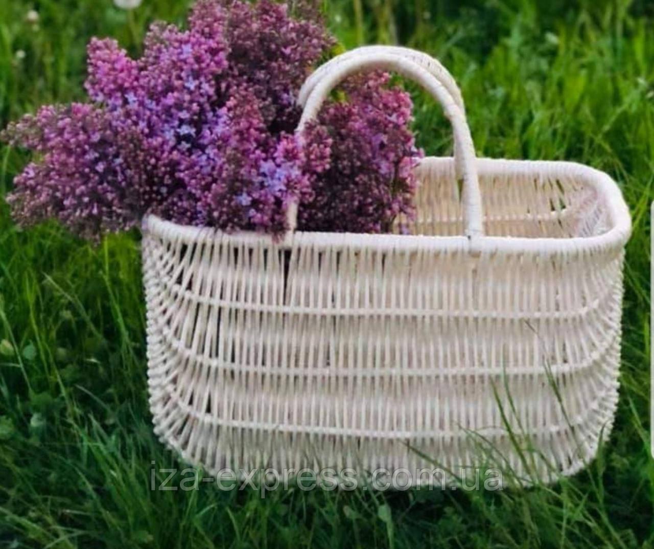 Плетена сумка з вибіленої лози