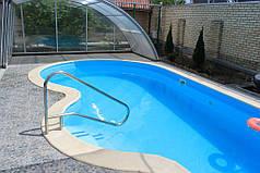 При дополнительном удлинении рельс, павильон полностью отъезжает за территорию бассейна, не давя на купающихся своей мощью.