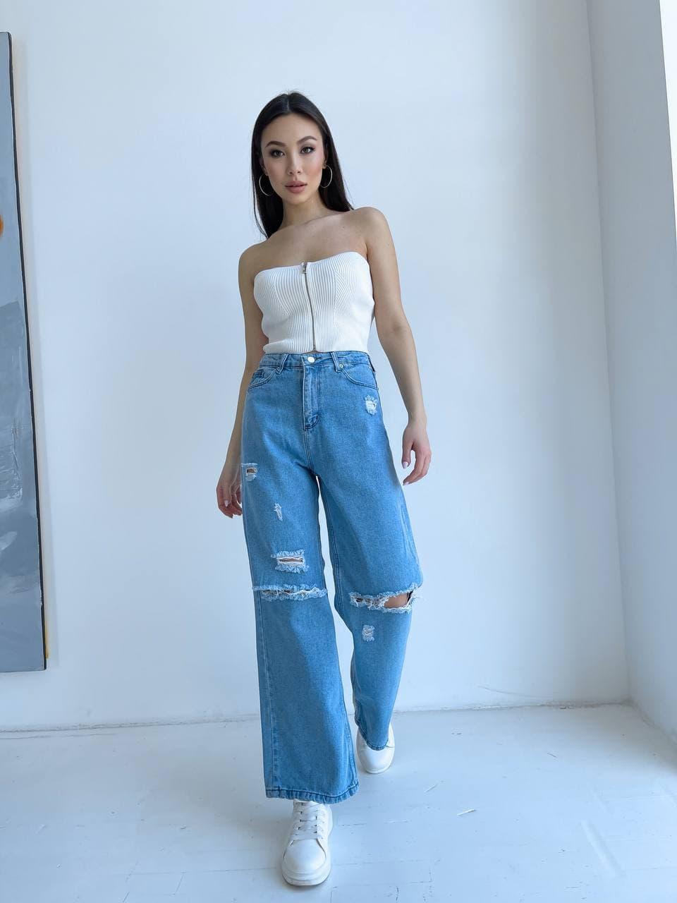 Женские джинсы прямого кроя в голубом цвете
