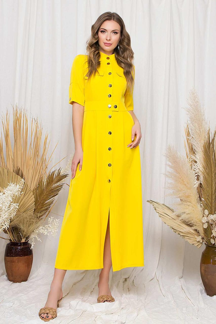 Платье-рубашка макси прямого силуэта, воротник-стойка и короткий рукав. Желтого цвета