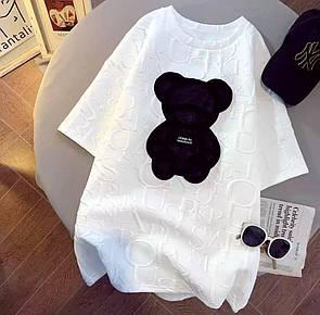 Женская футболка с мишкой в белом цвете