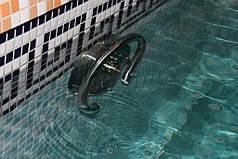 Устройство противотечения Taifun Fitstar с одним соплом. Насос, заборная арматура, закладная выполнены из бронзы, лицевая панель из нержавеющей стали
