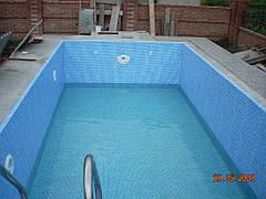 Этап строительства бассейна 7х3м. Облицовка - лайнер под мозаику. В чаше установлено устройство противотечения Sena Kripsol (Испания)