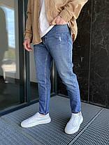 Чоловічі джинси прямі МОМ синього кольору з потертостями, фото 3