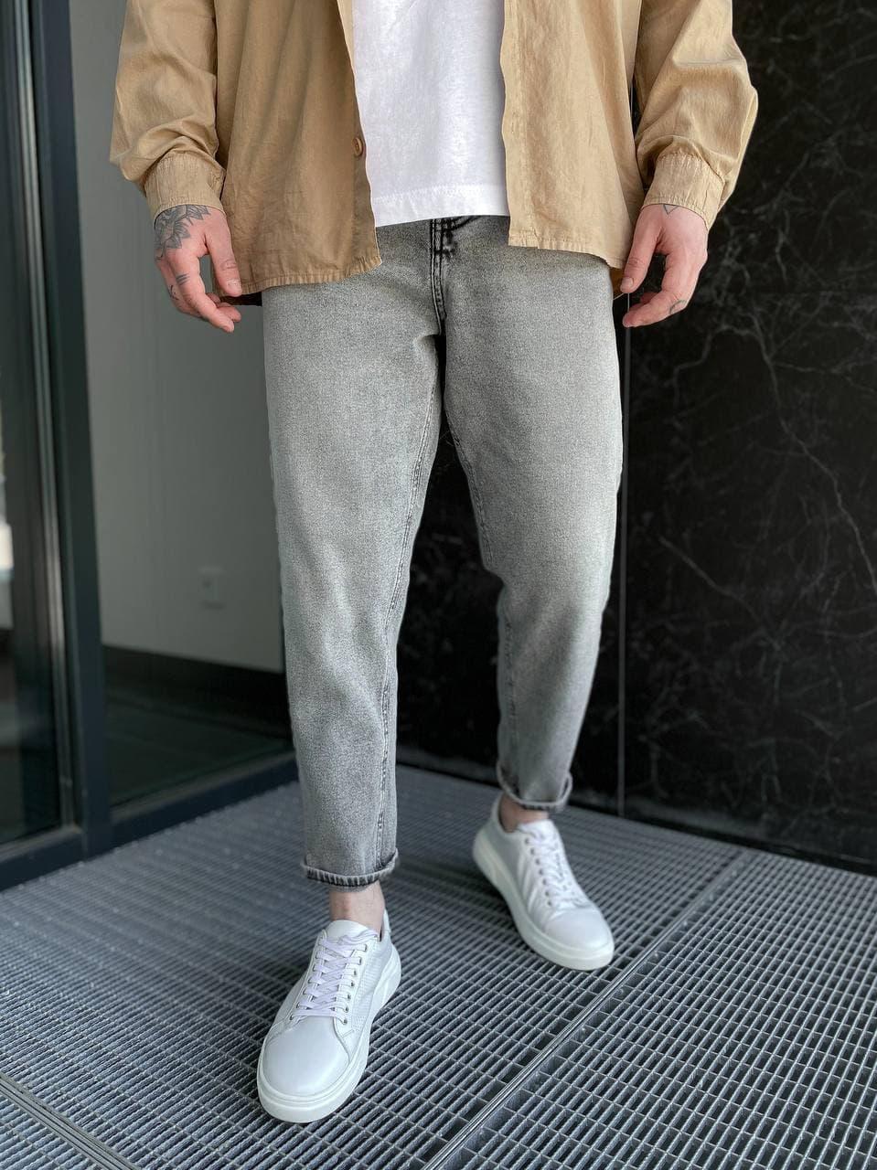 Мужские джинсы прямые МОМ светло-серого цвета