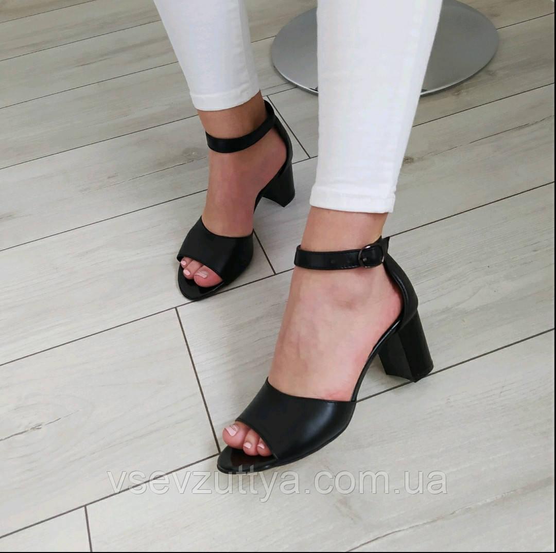 Босоножки натуральные женские черные кожаные на каблуке