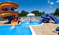 Мини-аквапарк с загородном отеле. Из аттракционов представлены водопад Гриб Polin (Турция), детская горка Кобра Polin, взрослая горка BODY SLIDE 37м.п. на 2,5 оборота