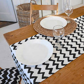 Доріжка на стіл (раннер) Зигзаг чорно-білий