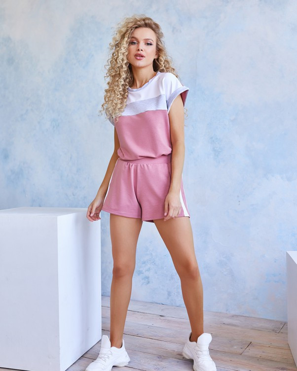 Трикотажний рожевий костюм з шортами