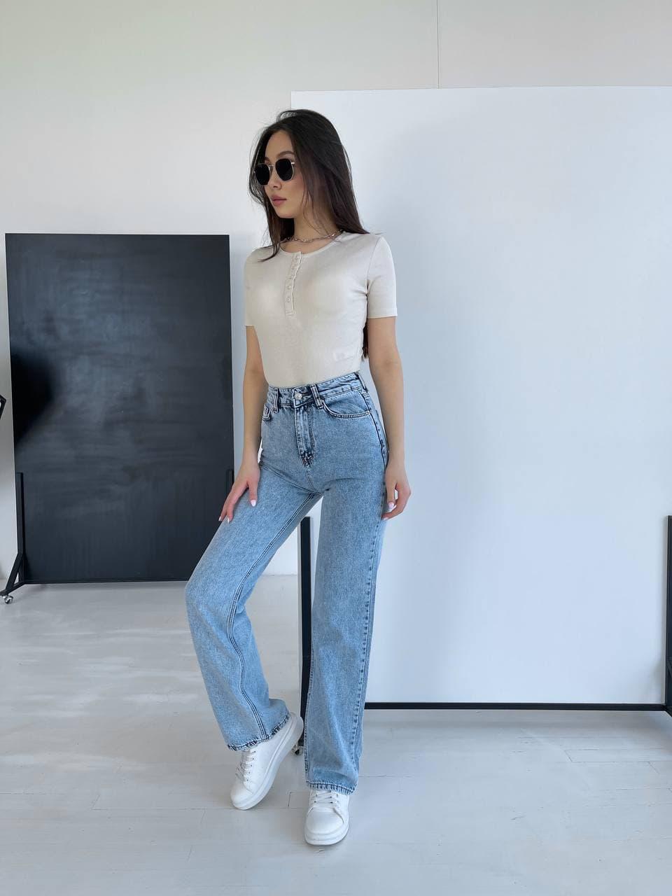 Жіночі джинси прямі в блакитному кольорі