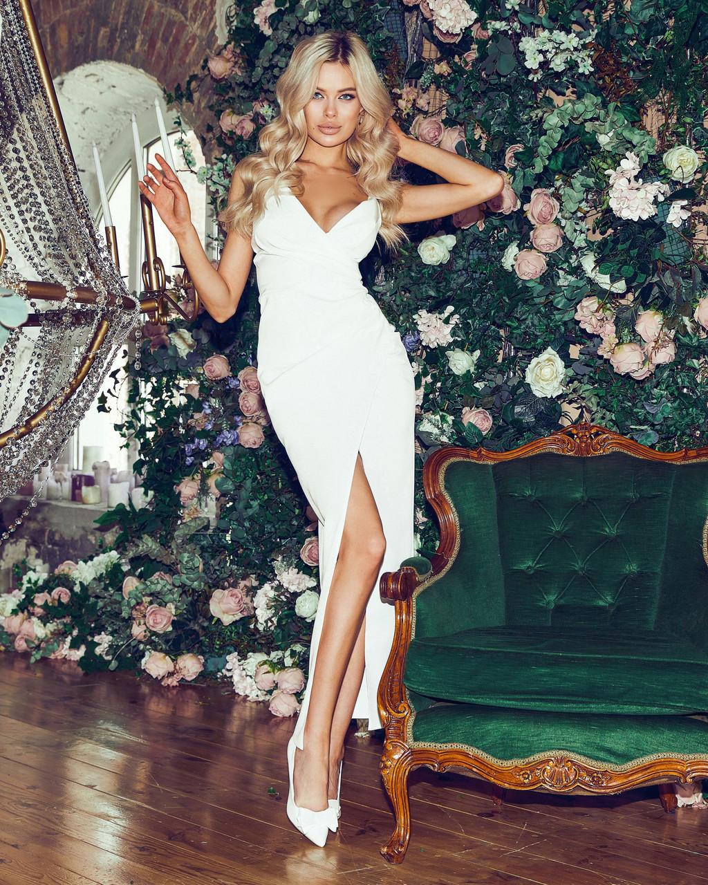 Нарядное женское платье с разрезом и красивым декольте, 00841 (Белый), Размер 42 (S)