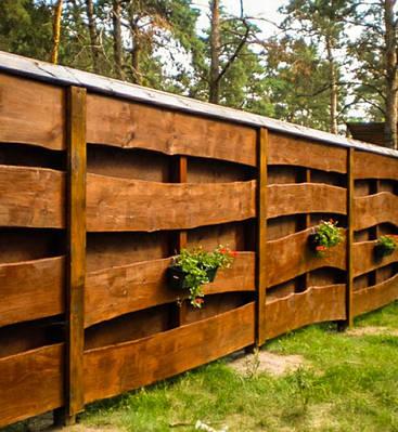 Деревянные заборы и ограды