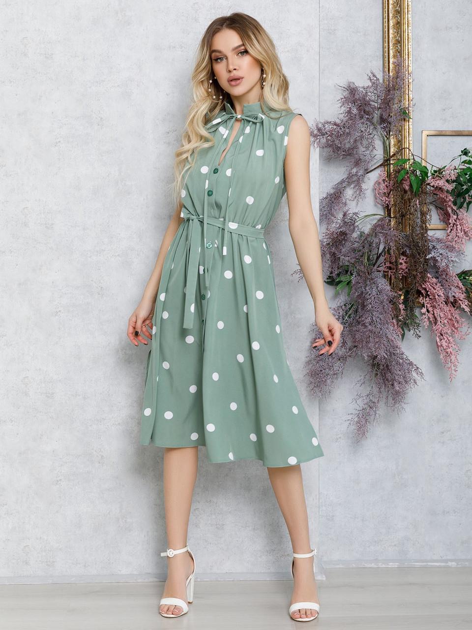 Мятное в горошек платье без рукавов с вырезом на горловине