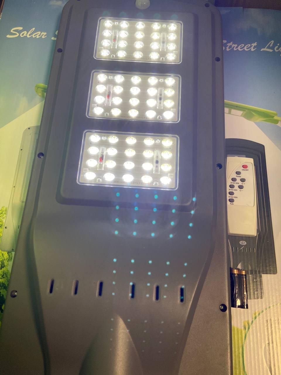 Уличный фонарь на солнечной батарее 135W с аккумулятором и датчиком движения