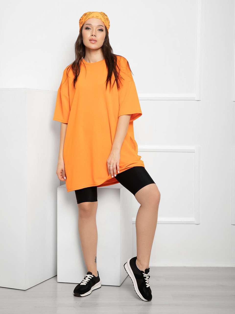 Оранжевая свободная трикотажная футболка