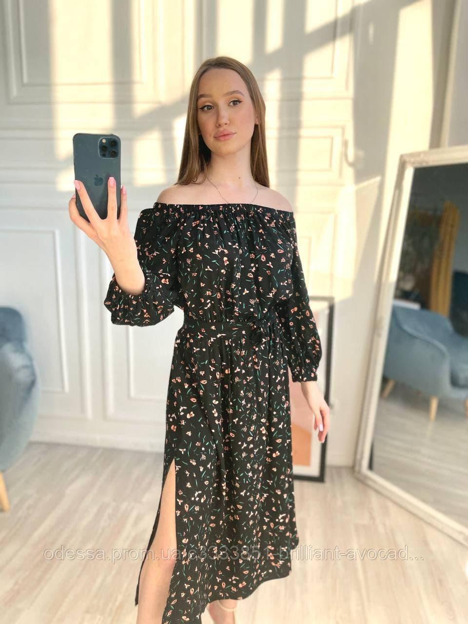 Женское летнее длинное красивое платье с открытыми плечами