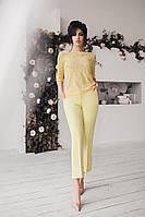Брючний костюм з гіпюрової блузою жовтий, фото 1
