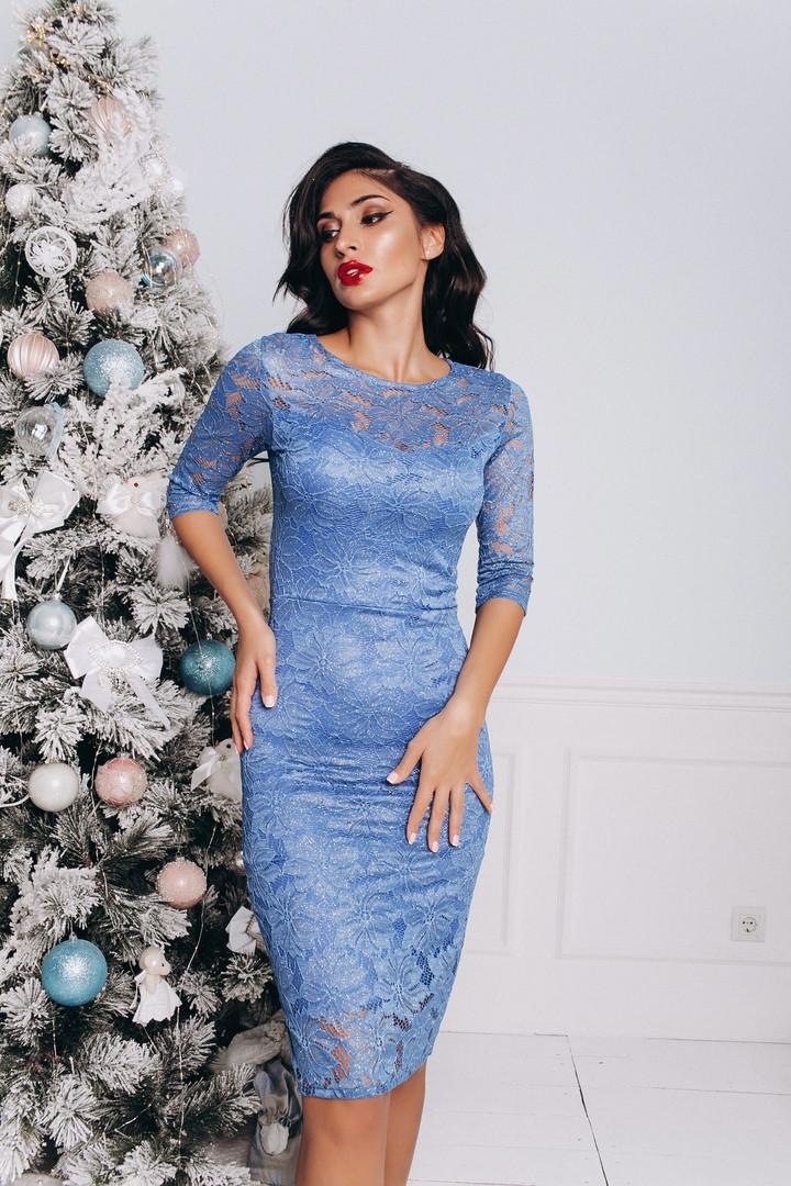 Облягаюче синє плаття гіпюрову