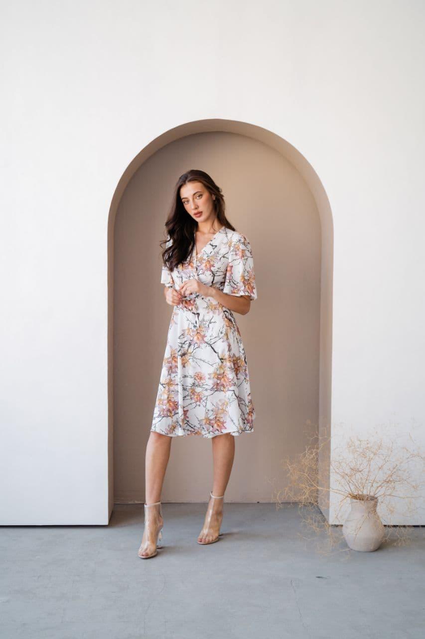 Принтованое шикарне плаття білого кольору
