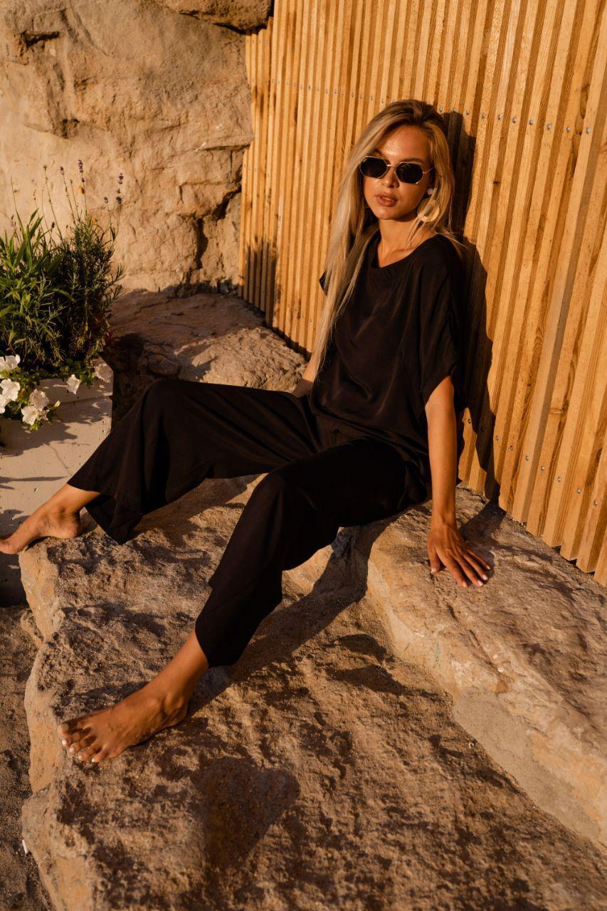Легкий літній костюм чорного кольору