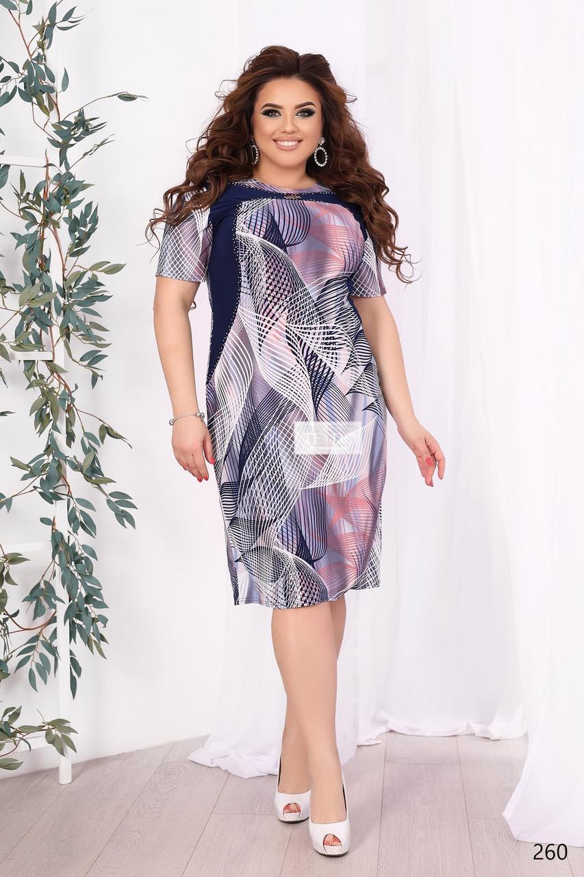 Женщина в платье Тедо