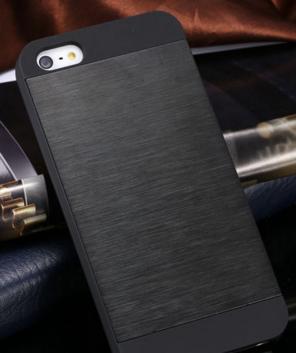 Чехол черный Motomo для Iphone 5/5S царапины