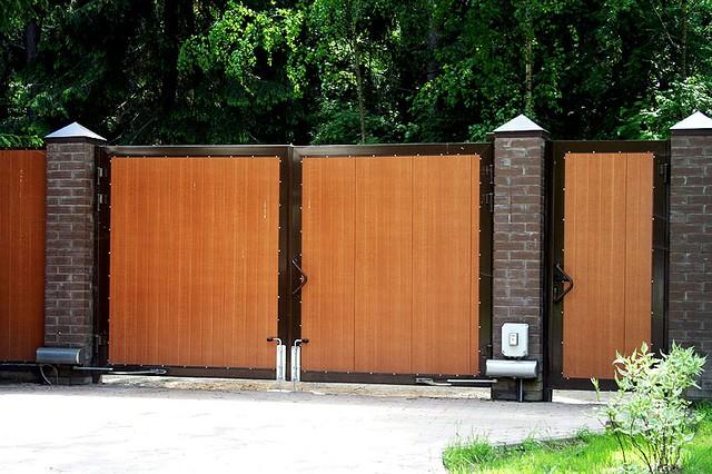 """Ворота распашные, зашивка панель """"Золотой дуб"""""""